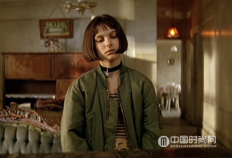 leon-the-professional-movie-screencap-mathilda-natalie-portman-costume-outfit-halloween-ma1-flight-bomber-jacket-army-green.jpg